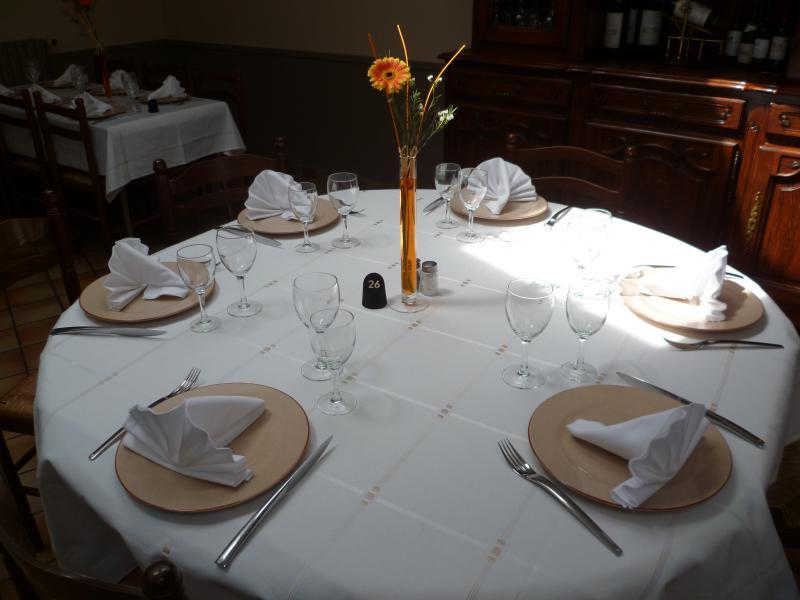 dressage de table restaurant design en image. Black Bedroom Furniture Sets. Home Design Ideas