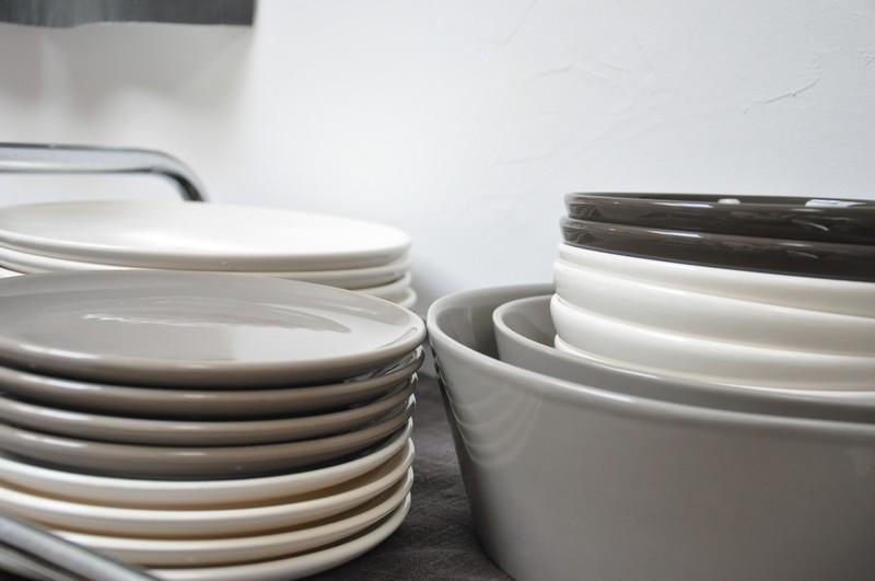 service vaisselle moderne design en image. Black Bedroom Furniture Sets. Home Design Ideas