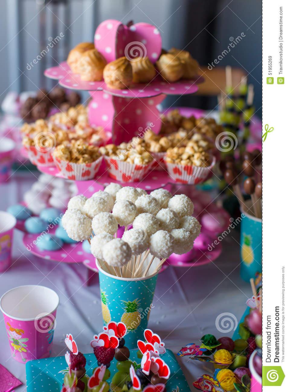 Latable a dessert design en image - La table a dessert ...