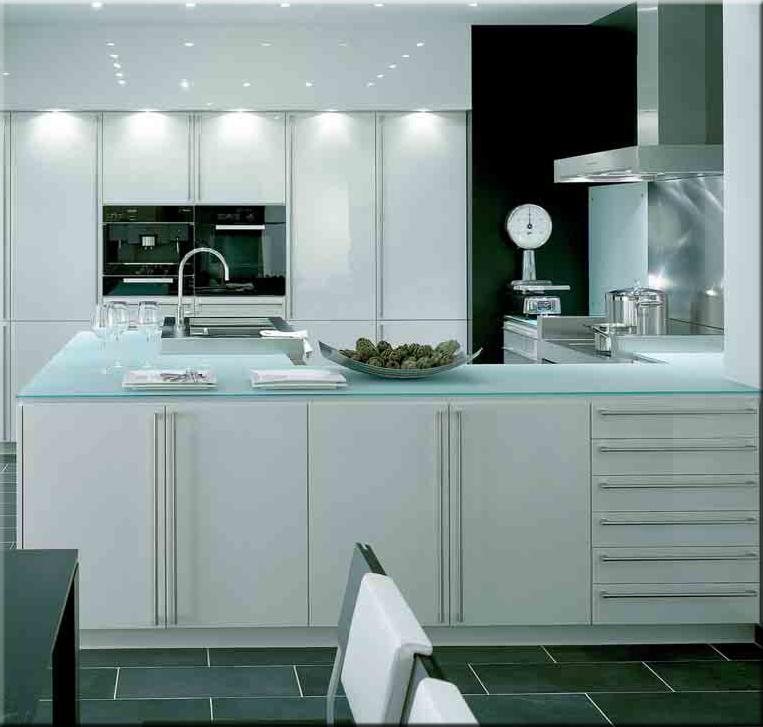 verre de cuisine design en image. Black Bedroom Furniture Sets. Home Design Ideas