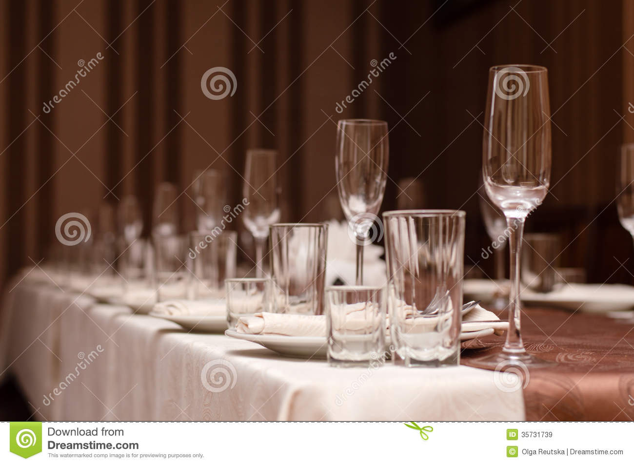 Disposition des verres design en image - Disposition des verres sur table ...