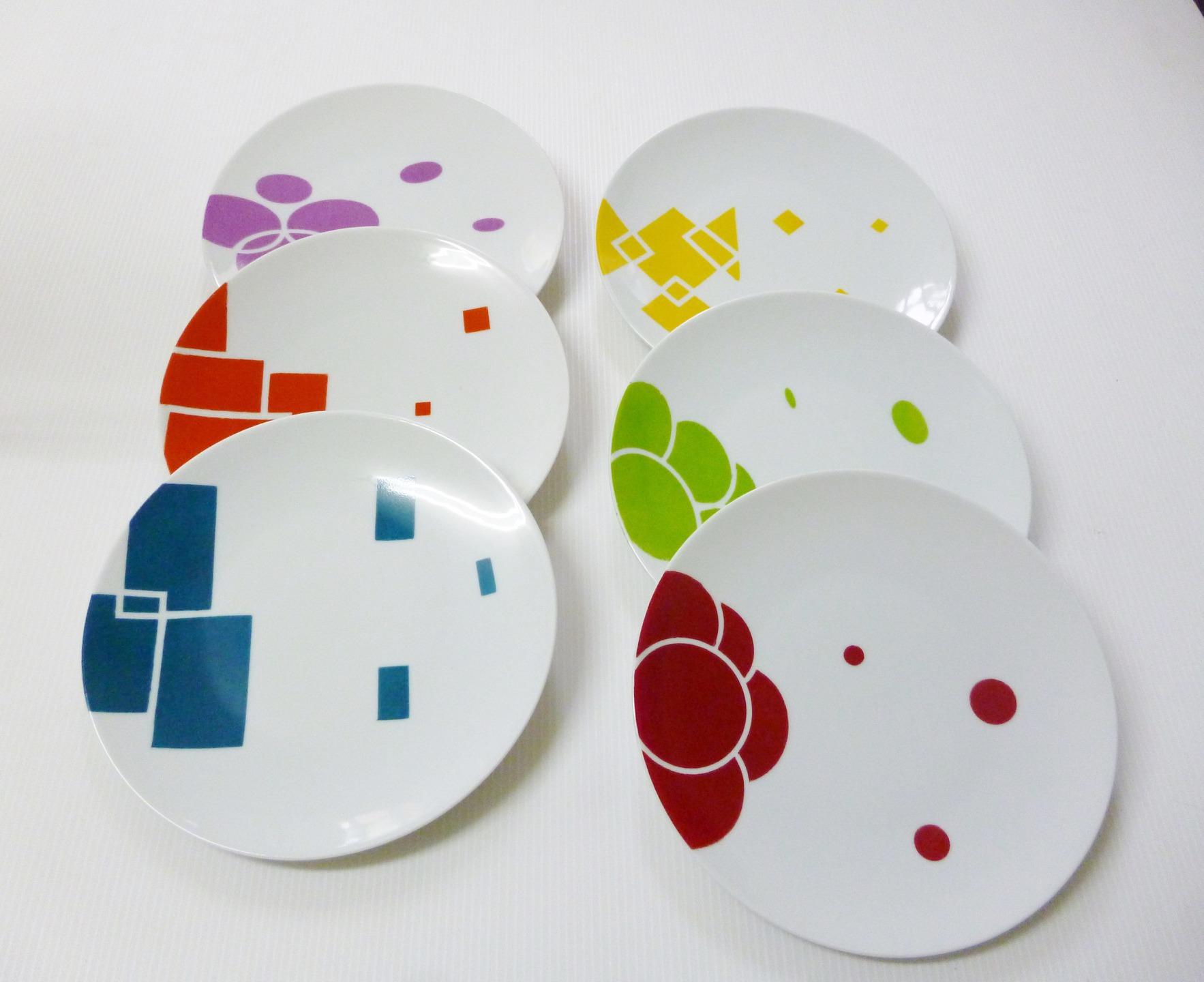 vaisselle-les-assiettes-multicolores-et-geom-7636823-p1070013-jpg-ea2e0_big Impressionnant De Table Basse Carrée Bois Concept