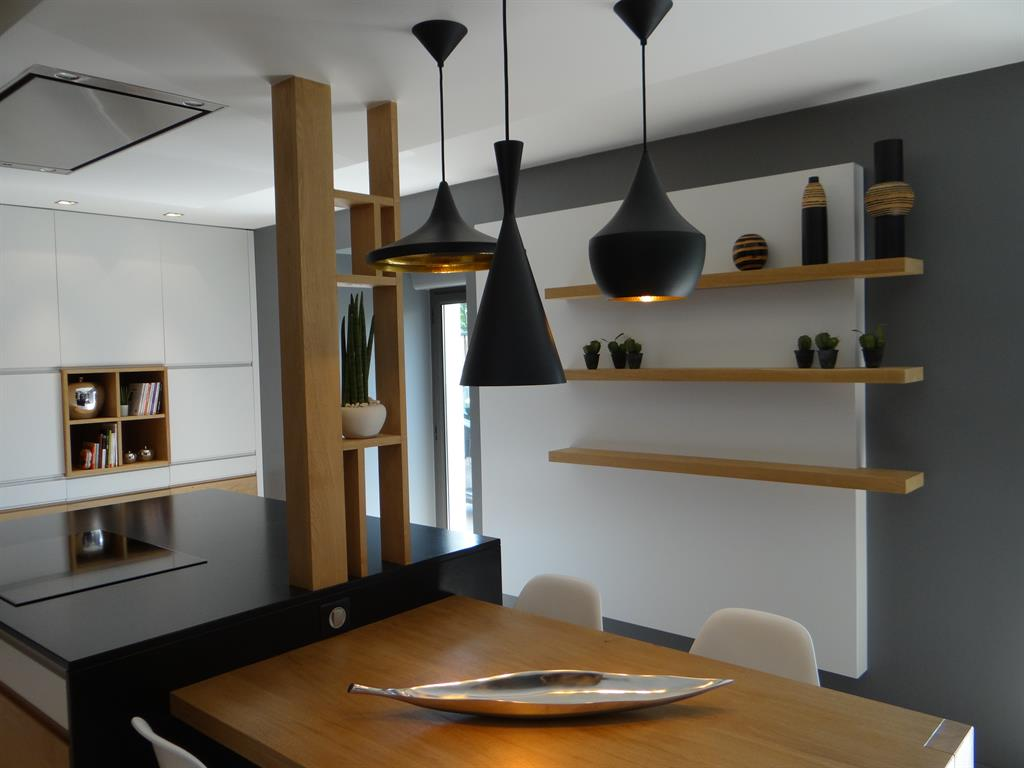 Luminaire cuisine moderne design en image for Suspension contemporaine salon