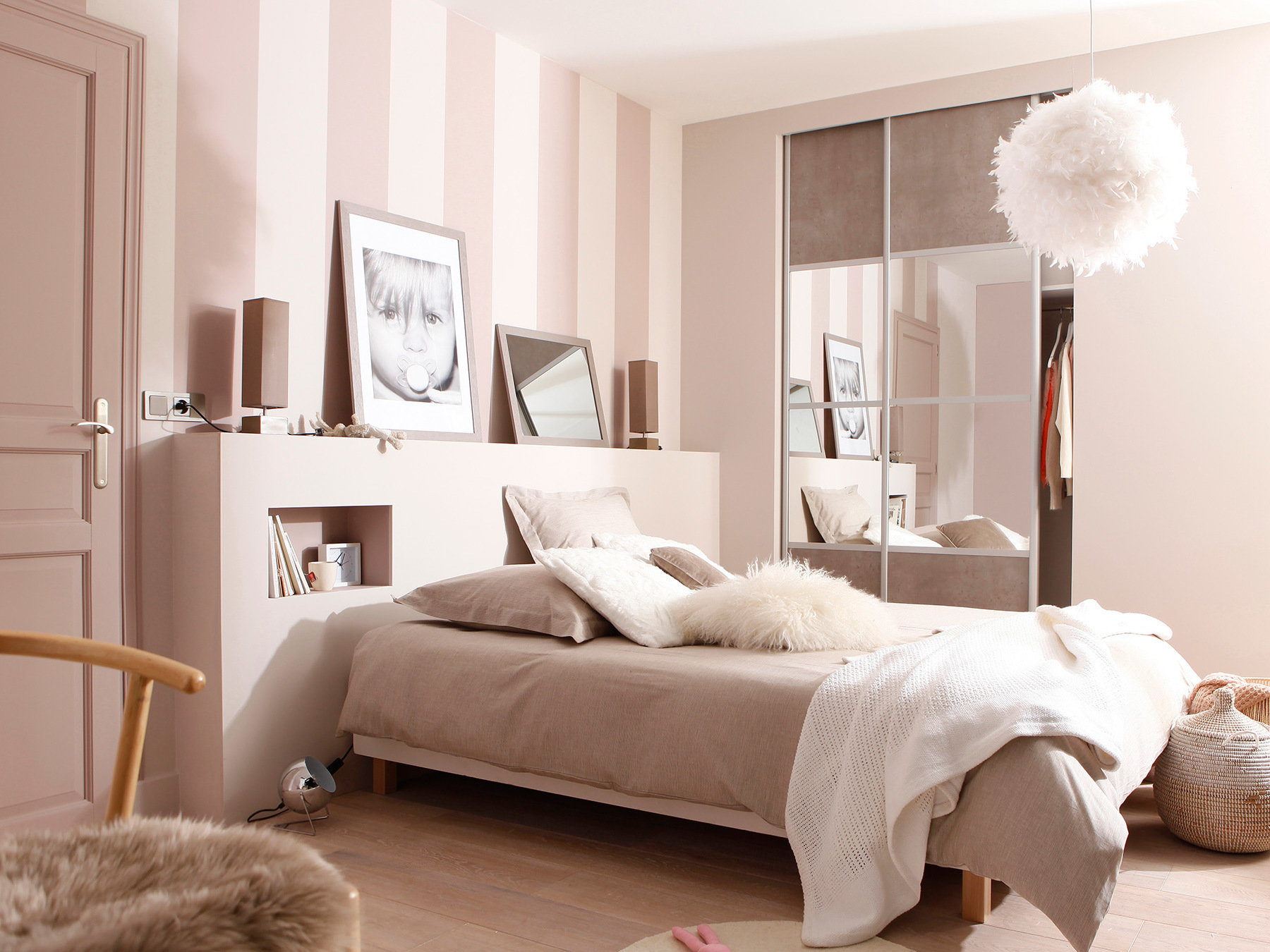 plafonnier boule plume design en image. Black Bedroom Furniture Sets. Home Design Ideas