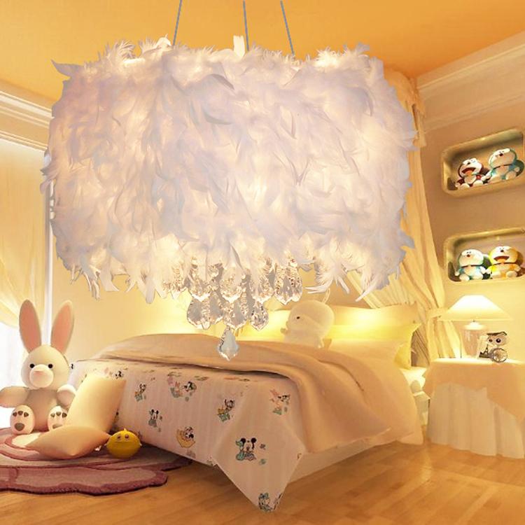lustre blanc plume design en image. Black Bedroom Furniture Sets. Home Design Ideas