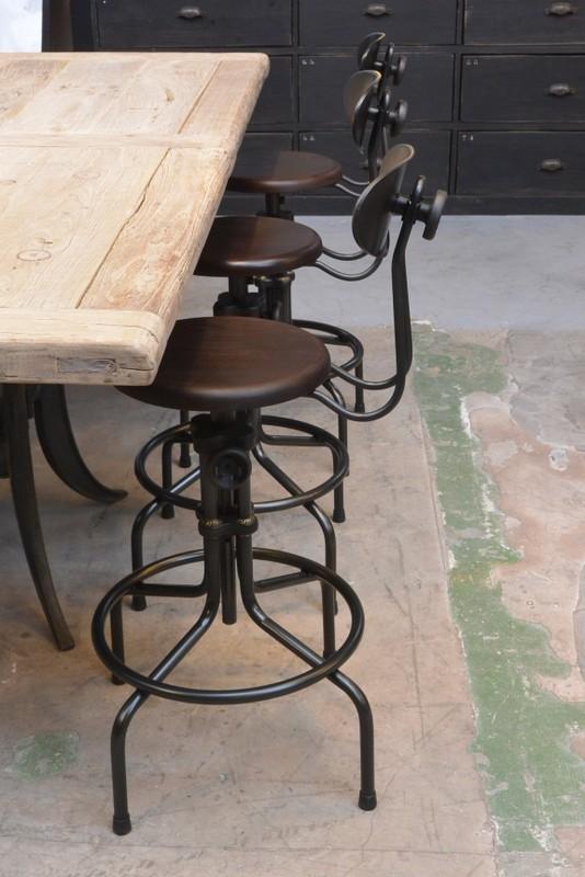 chaise bar reglable hauteur design en image. Black Bedroom Furniture Sets. Home Design Ideas