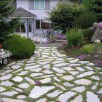 Decoration de jardin avec des pierre