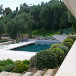 Decoration jardin autour piscine