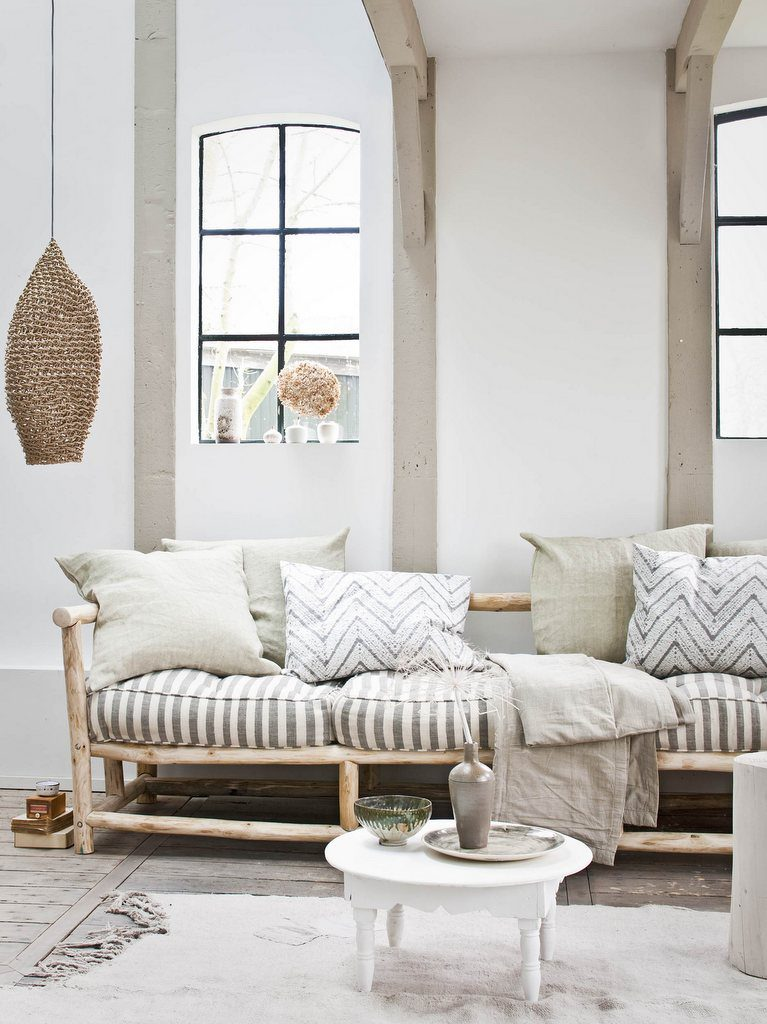 Decoration salon avec canape blanc