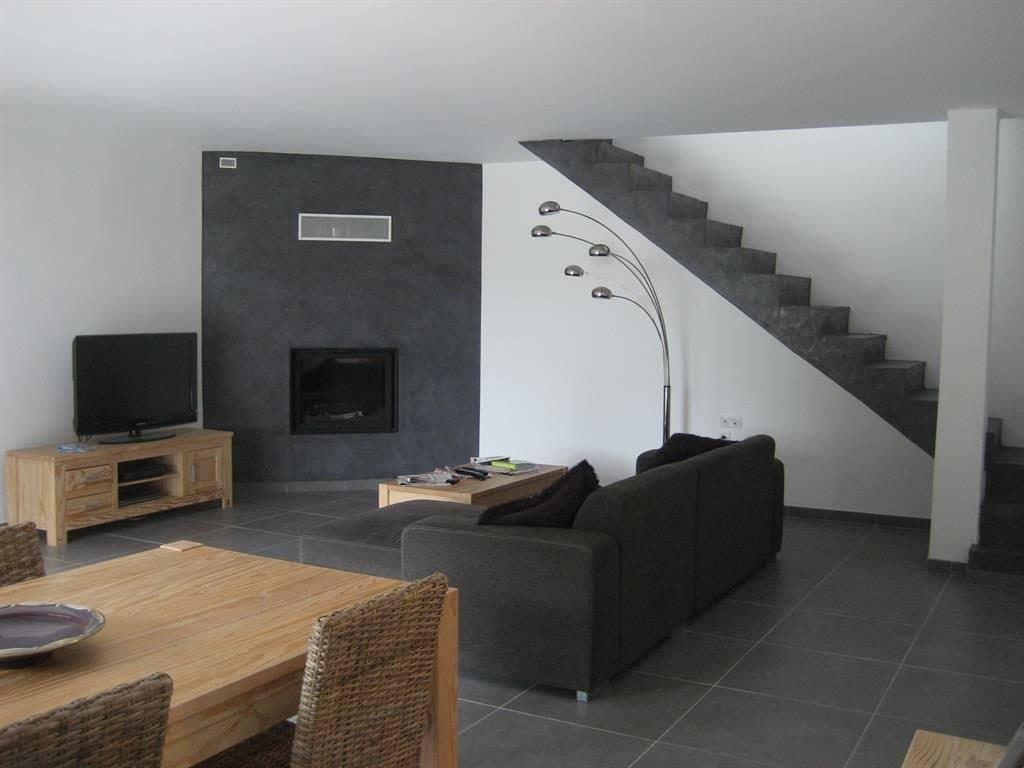 Decoration salon avec carrelage blanc - Design en image