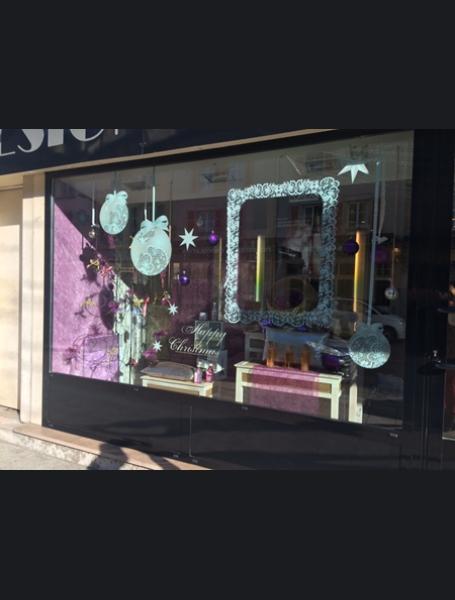 Decoration vitrine salon de coiffure , Design en image