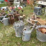 Decoration jardin avec vieux outils