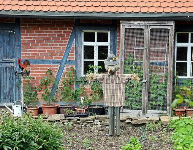 épouvantail décoration de jardin