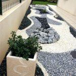 Décoration de jardin cailloux