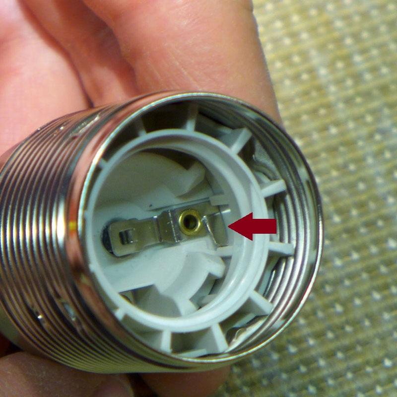 Remplacer douille lampe de chevet