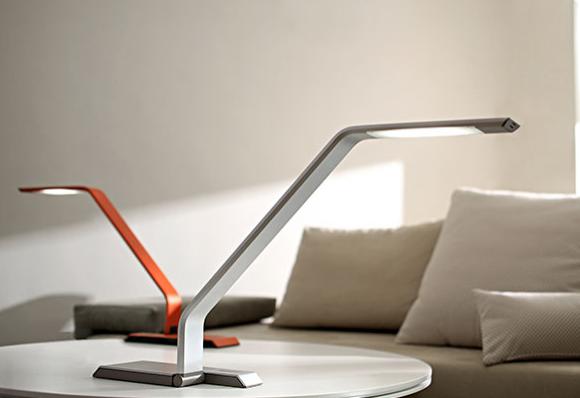 Lampe de bureau design blanc