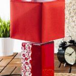 Lampe de chevet rouge et blanche