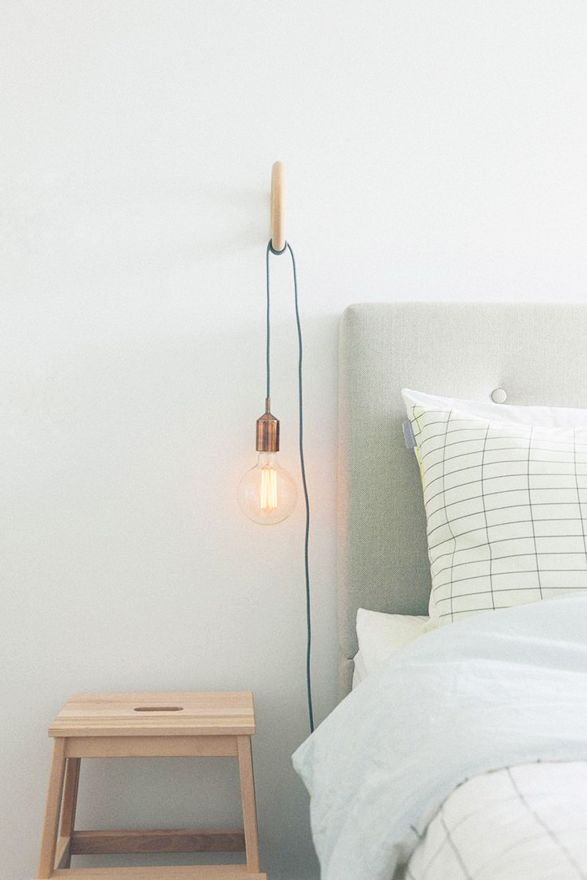 Chambre avec lampe de chevet
