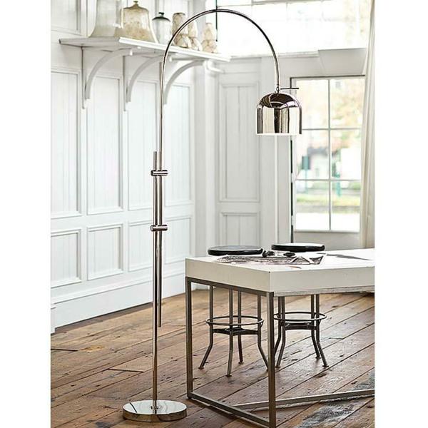 Lampadaire au dessus table