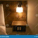 Tete de lit avec lampe de chevet